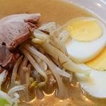 札幌ラーメン こぐま - 野菜はクタクタ。