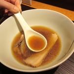 麺 みつヰ - 醤油のスープ色