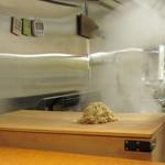 麺 みつヰ - 手もみ麺は、手首で強く揉む