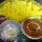 印度れすとらん カシミール - チキンカレー 鮮やかに黄色いライス
