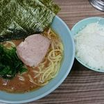 武蔵家 - 料理写真:ラーメン(並)、ライス