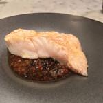 オプトゥニールケイ - 松川鰈の蒸し焼き 赤ワインとオリーブのソース