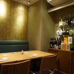 入舟 - [内観] 店内 テーブル席