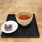 亀屋芳広 - 料理写真:サービスのお茶と羊羹