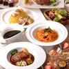 ニューヨークカフェ - 料理写真:ランチはランチ選べるメインディッシュの他、パン、サラダ、スープ、15種類のオリジナルデザートがブッフェスタイルで