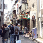 大洋軒 - 店舗外観。向かいがいつも長蛇の列のラーメン店。