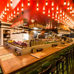 29TERIA BARUMICHI - オープンキッチンの店内。カウンターからは炭火焼きの調理の光景が見れます。