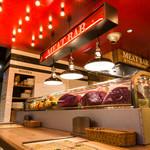 29TERIA BARUMICHI - カウンター席には肉のショーケース有