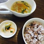 Wa-cha Wa-cha - スープ、十六穀米、香の物