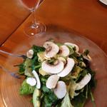 ラム&パクチー Salad days - マッシュルームとアボカド パクチーのサラダ&スパークリング ロゼ