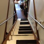 ラム&パクチー Salad days - 2階への階段は鍵盤になっています♪