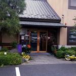 66254062 - 駐車場側の入口