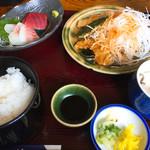 ふじ蔵 - 天ぷらサラダ・・・大根細切りに白身魚とカボチャの天ぷら付き