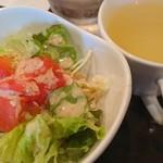 66255898 - サラダとスープ