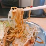 真打みかさ - 麺は太麺