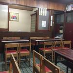 アサヒ - 店内も結構な座席の数でした。雰囲気があって良いです。
