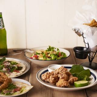 多種多様な国の料理が楽しめるグローバルな料理の数々
