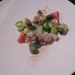66263725 - フランス産のホワイトアスパラと美唄産のグリーンアスパラなど、春らしい前菜。