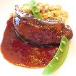 ツキ シュール ラメール - カジュアルランチ 1550円 の鶏もも肉の赤ワイン煮込み インゲン豆添え
