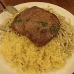 ラ・タベルナ - 牛肉の薄切りステーキ バターライスとスパゲッティ添え
