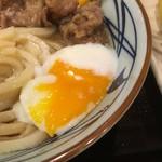 丸亀製麺 - 流れ出る黄身