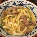 丸亀製麺 - とろろと温玉とタレと肉が混ざる