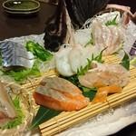 海鮮居酒や 小鉢 - 刺身盛り合わせ(二〜三人前)