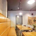 cafe OGU1 - 店内のテーブル席の風景です
