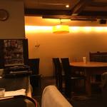 Tawawa Kitchen - テーブル席やソファ席があります