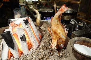 魚秀 - キンキ 焼いてます