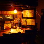 赤羽籠太 - 内観写真:【1F:カウンター】レトロ空間を2人で楽しむならココ!