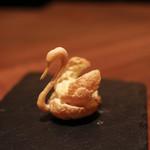 フィナンシェ - 白鳥のシュークリームは繊細です☆