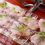 Wine Bar Bonne Place - 市場直送!鮮魚のカルパッチョ ホワイトバルサミコ風味