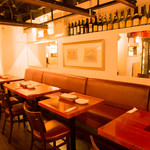 Wine Bar Bonne Place - テーブル席は団体での利用も可能