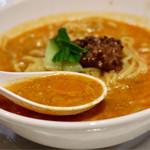 虎龍 - 芝麻醤の濃厚な風味とコクのあるスープ