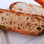 カフェ ストウヴ - 全粒粉パン