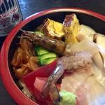 まるみつ寿司 - ビールと海鮮丼。伊勢志摩ラベルが素敵。