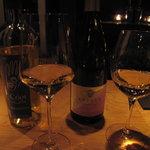 ワインと天婦羅 あら木 - グラスワイン白2種類