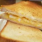 ダイニング・バル グラード - パンがさっくり、エッグサラダはちょい薄味。