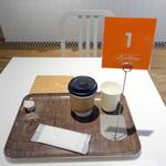 ボン ヴィヴァン ベイキングファクトリー - モーにイングセット650円のホットコーヒー