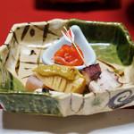 湯之島館 - 蛸柔らか煮の串打ち