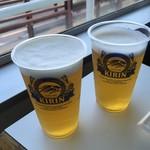 東京湾フェリー内 売店 - いいお天気、生ビールがうまい!