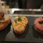 PEP - 鶏レバーとドライレーズンのピンチョス、海老とクリームチーズのピンチョス、豚足のテリーヌ ポルチーニバターソースのピンチョス2