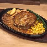 ぐりる・てる - 【ランチ】鉄板じゅうじゅうぐりる ハンバーグ 180g 950円(税込)・デミグラスソースチーズ