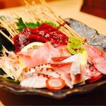 勢とら - 五種盛り(クジラの赤身・イサキ・タコ・シメサバ・アジ)¥1380