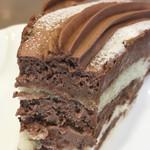 伯爵 - チョコナッツケーキのアップ