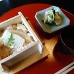 東京 芝 とうふ屋うかい - 竹の子ご飯 赤出汁 香の物