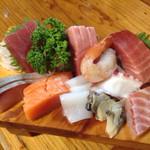 紀八 - 料理写真:刺身盛り2人前(1000円税別)