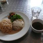 ビーガン ヒーリングカフェ - ひよこ豆のファラフェルバーグランチ