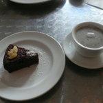 ビーガン ヒーリングカフェ - ガトーショコラと黒豆きなこ豆乳